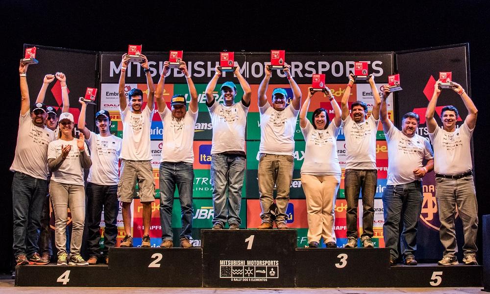 Os melhores de cada categoria comemoram no pódio Crédito: Cadu Rolim / Mitsubishi