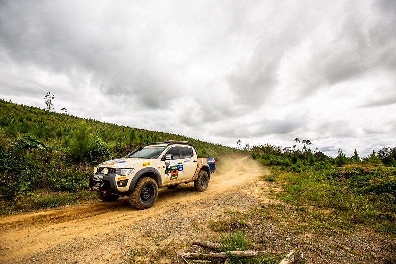 Ralis Mitsubishi invadem as trilhas da região de Joinville (SC) com muita diversão off-road